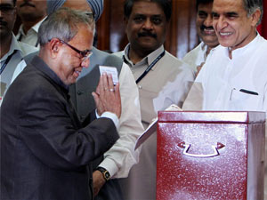 Prez poll result: Pranab gets 527 votes