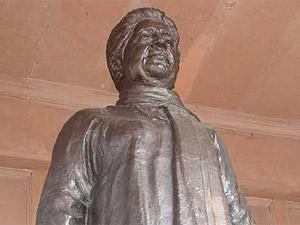 Mayawati statue