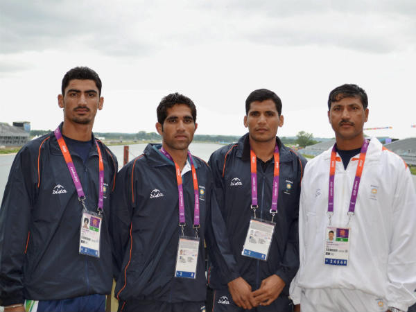 Swarn Singh (left) is seen with other Indian rowers in London