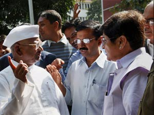 Anna with Kejriwal and Bedi