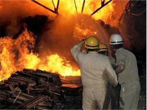 Fire engulfs TN cracker factory, 45 dead