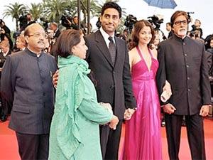 Bachchans are greedy, hints Amar Singh