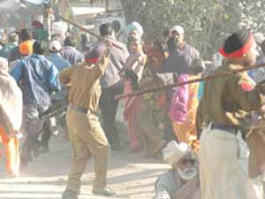 80 injured as Cong rally turns violent