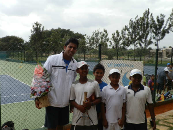 Rohan Boppanna with trainees of SAT Sports Academy on Thursday evening