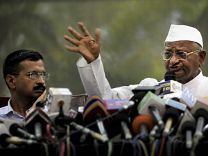 Hazare distancing himself from Kejriwal?