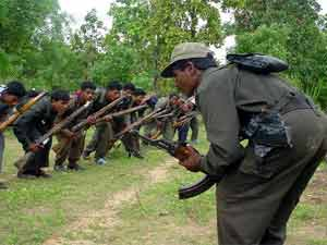 Police pose as naxals to probe suspects