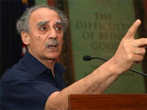 Shourie praises PM, hails FDI in retail
