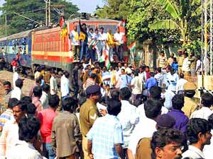 Farmers block trains