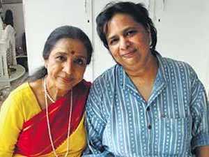 Varsha with Asha Bhosle