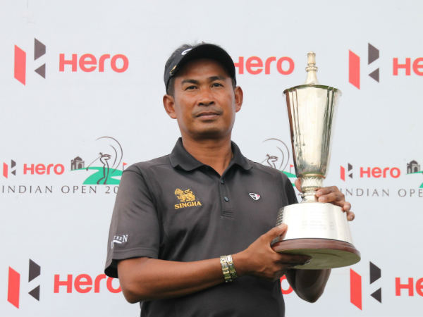 Thaworn Wiratchant poses with the trophy