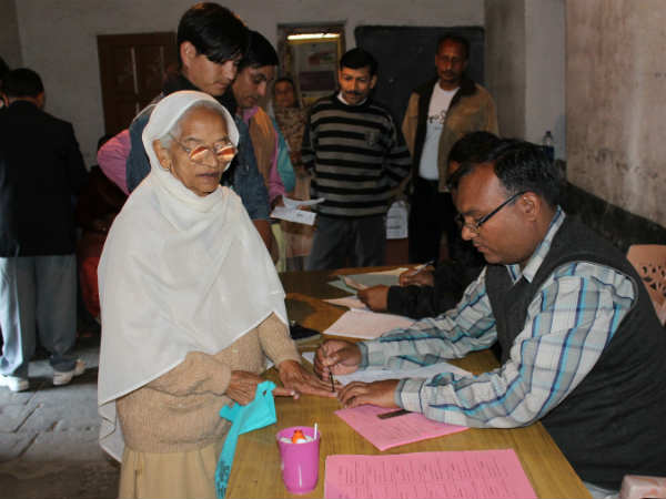 An old lady gives vote in Himachal