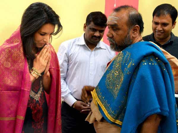 Tulsi Gabbard to take oath over Gita