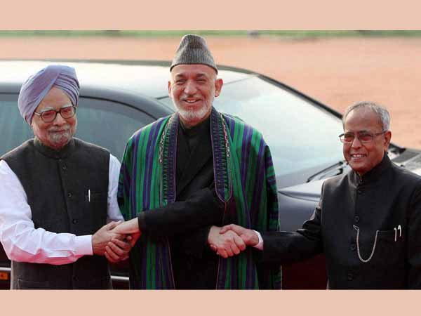 Hamid Karzai being welcomed by President Pranab Mukherjee and Prime Minister Manmohan Singh