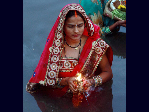Newly married performs Chhath Puja in Mumbai