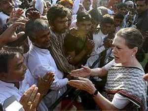 Sonia Gandhi with aam admi