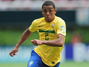 Chelsea sign Brazil right-back Wallace