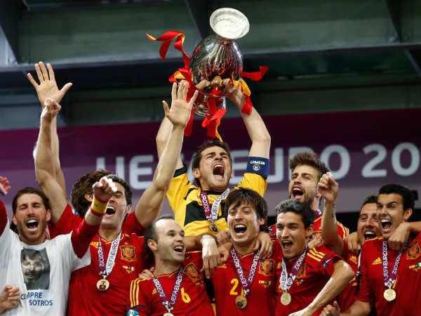 Spain create history, beat Italy 4-0