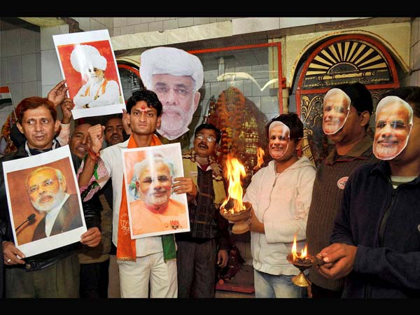 Modi's supporters pray for his victory in Patna