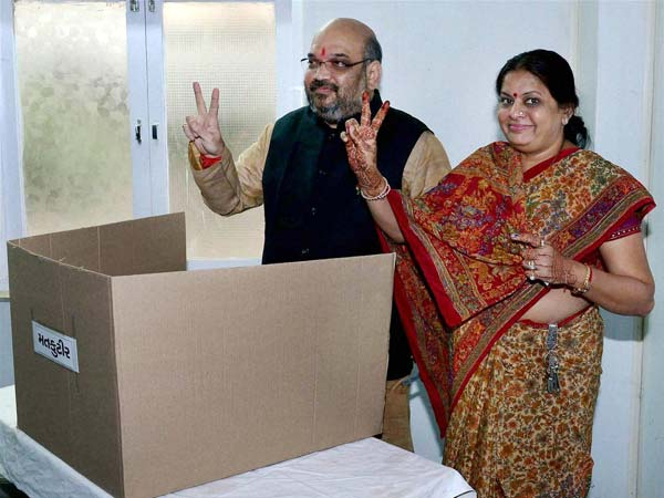 Amit Shah and his wife flash the victory sign