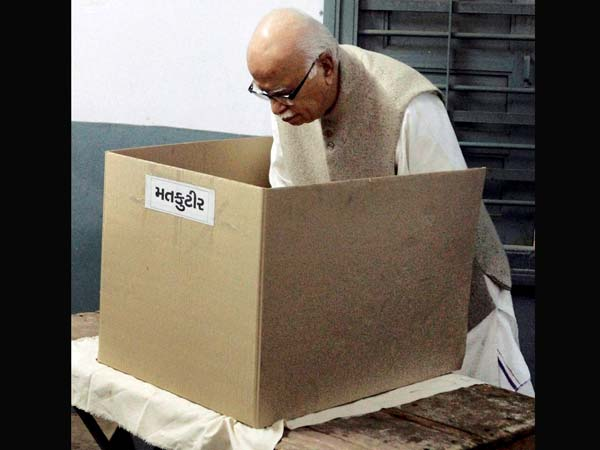 LK Advani casts his vote at a polling station