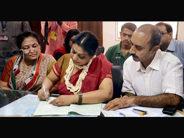 Shweta Bhatt wife of suspended ips officer sanjeev