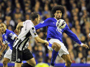Chelsea target Everton star Fellaini
