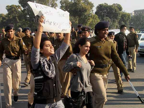 Delhi Gangrape: Students detained during protest