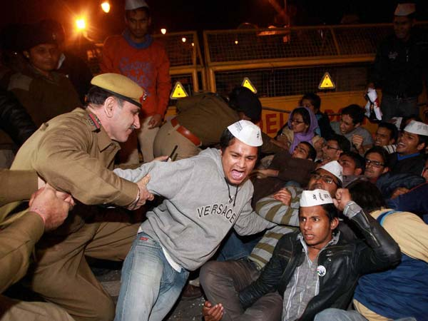 Delhi Gangrape: AAP supporters detained