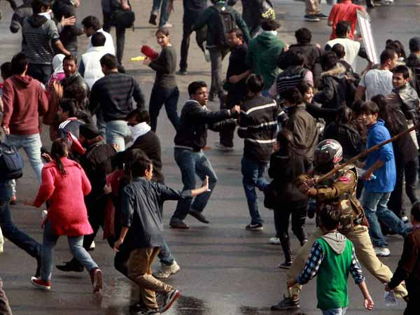 Protesters lathicharged in Delhi