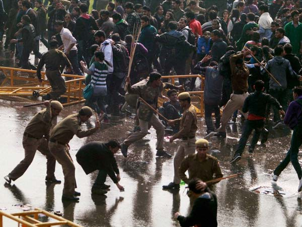 Protesters lathicharged at Vijay Chawk