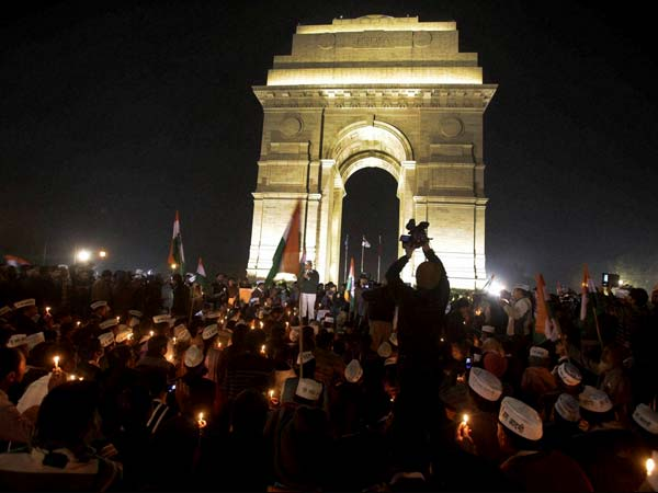 AAP activists light the candles at India Gate