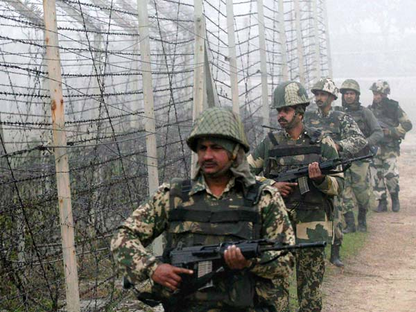 Soldiers patrol along Indo-Pak border