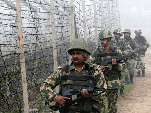 Soldiers patrol along Indo-Pak border