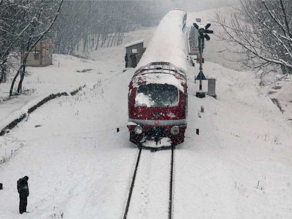 The snow envelops a moving train