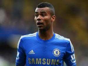 Ashley Cole accepts new Chelsea contract