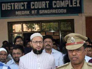 AP: Court examines Owaisis in 2005 case