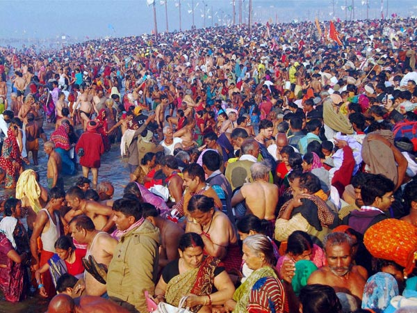Devotees take holy dip in the Ganges