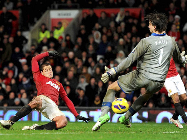 Manchester United take 15 points lead