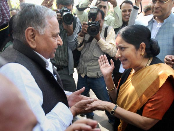 Sushma & Mulayam discussing Budget 2013
