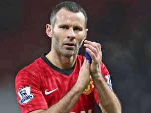 Ryan Giggs signs new one-year contract