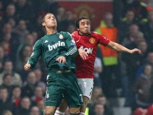Ronaldo fires against 10-men Man United