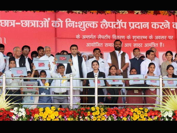 Akhilesh woos students in UP