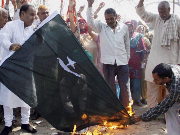 pak-flag-burning
