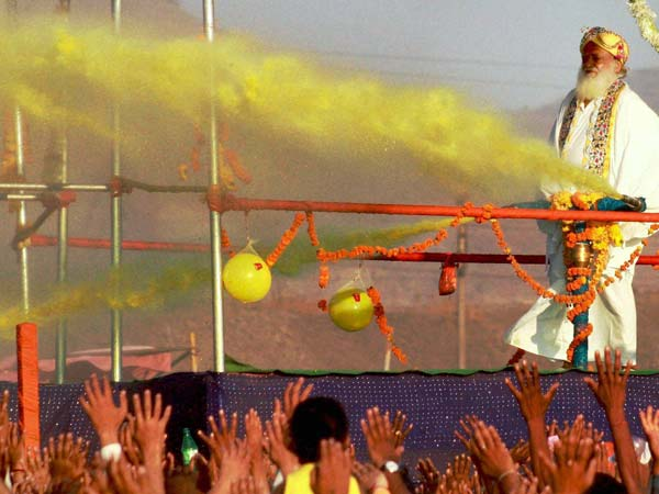Asaram Bapu plays Holi