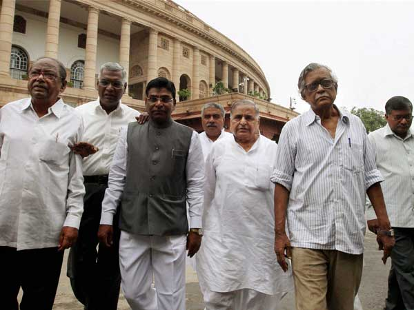 mulayam-with-left-leaders
