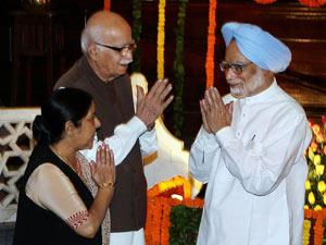 Manmohan Singh with Advani and Swaraj