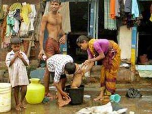 Parties lure voters in B'lore slums