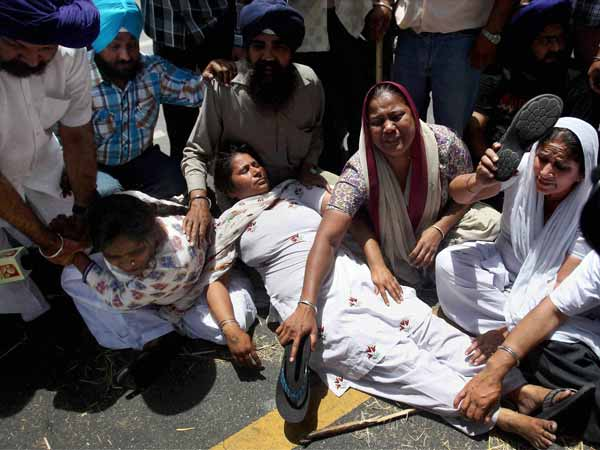 1984 riot: Victim's relatives stage protest outside Sonia's residence