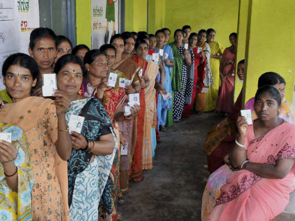 Voters' queue