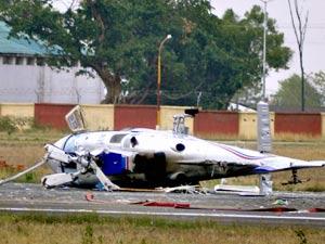 Helicopter monitoring flood crashes